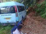 Akibat Longsor, Bus Macet dan Jalur Benteng Jawa-Satarteu Lumpuh Total