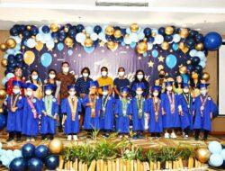 Buoyant Montessori School Kupang Wisudakan 16 Siswa TK dan SD