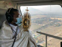 Pastor Asal NTT Memberkati Ibukota Chile, Santiago dari Atas Helikopter