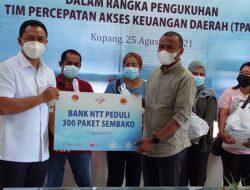 Jelang Pengukuhan TPAKD, Bank NTT Bagi-bagi Sembako untuk Warga Bolok dan Tenau